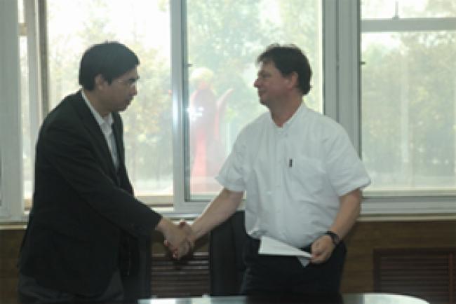 Li Yanqiang and Miklos Szovenyi-Lux
